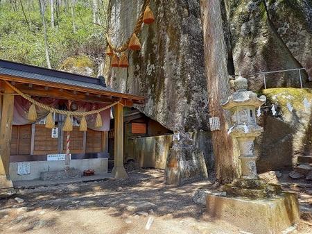 DEL_25_石割山_神社 - コピー.jpg